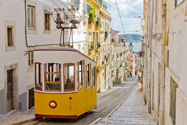 In vacanta la Lisabona mergi si cu traditionalul tramvai